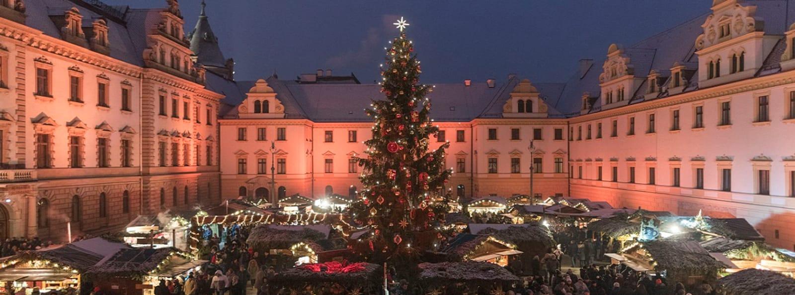 Romantischer Weihnachtsmarkt auf Schloss Thurn & Taxis zu Regensburg