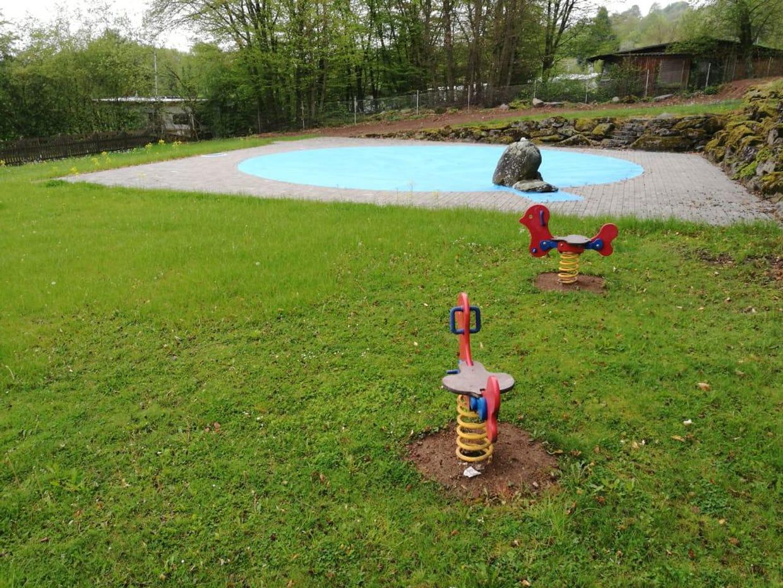 "Schwimmbad ""Vorderer Vogelsberg"" - Hosenfeld | Mo., 02.08.2021 15-19 Uhr"