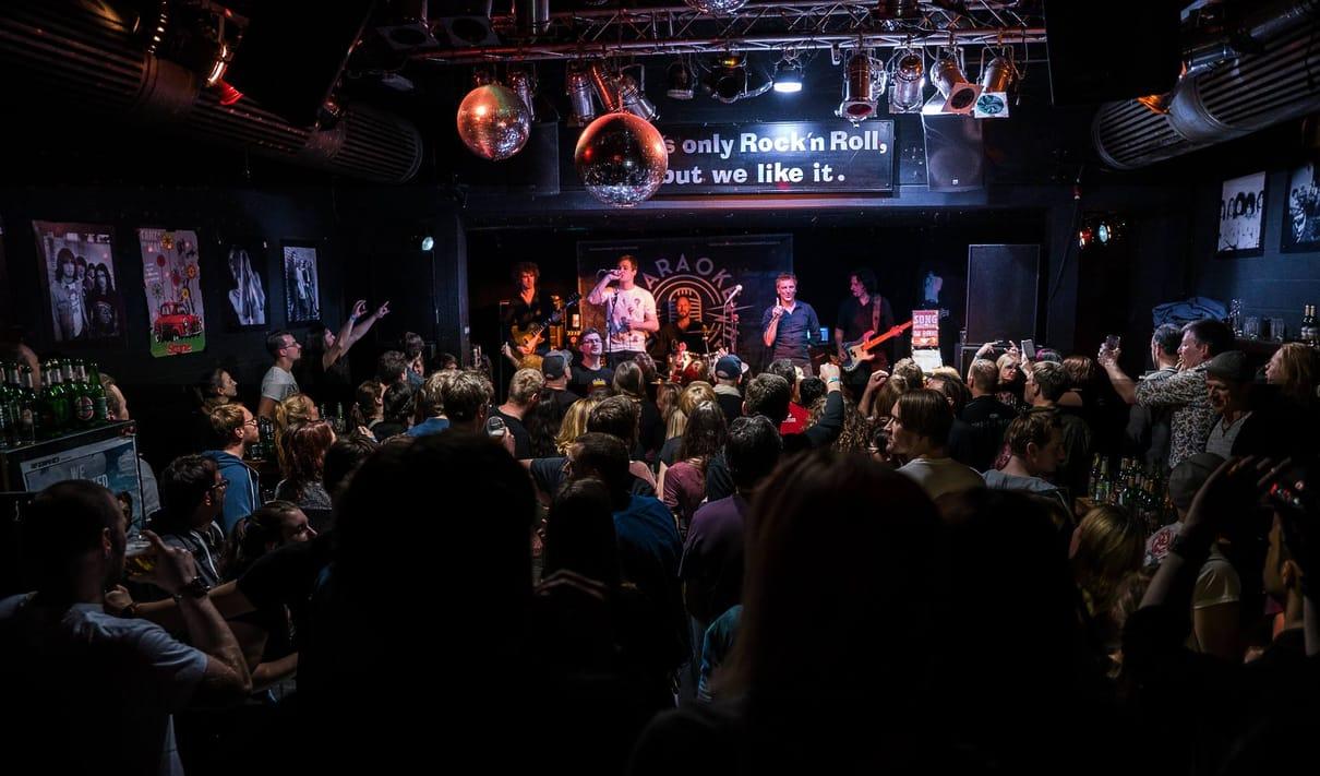 KARAOKE TILL DEATH – Liveband Karaoke Party